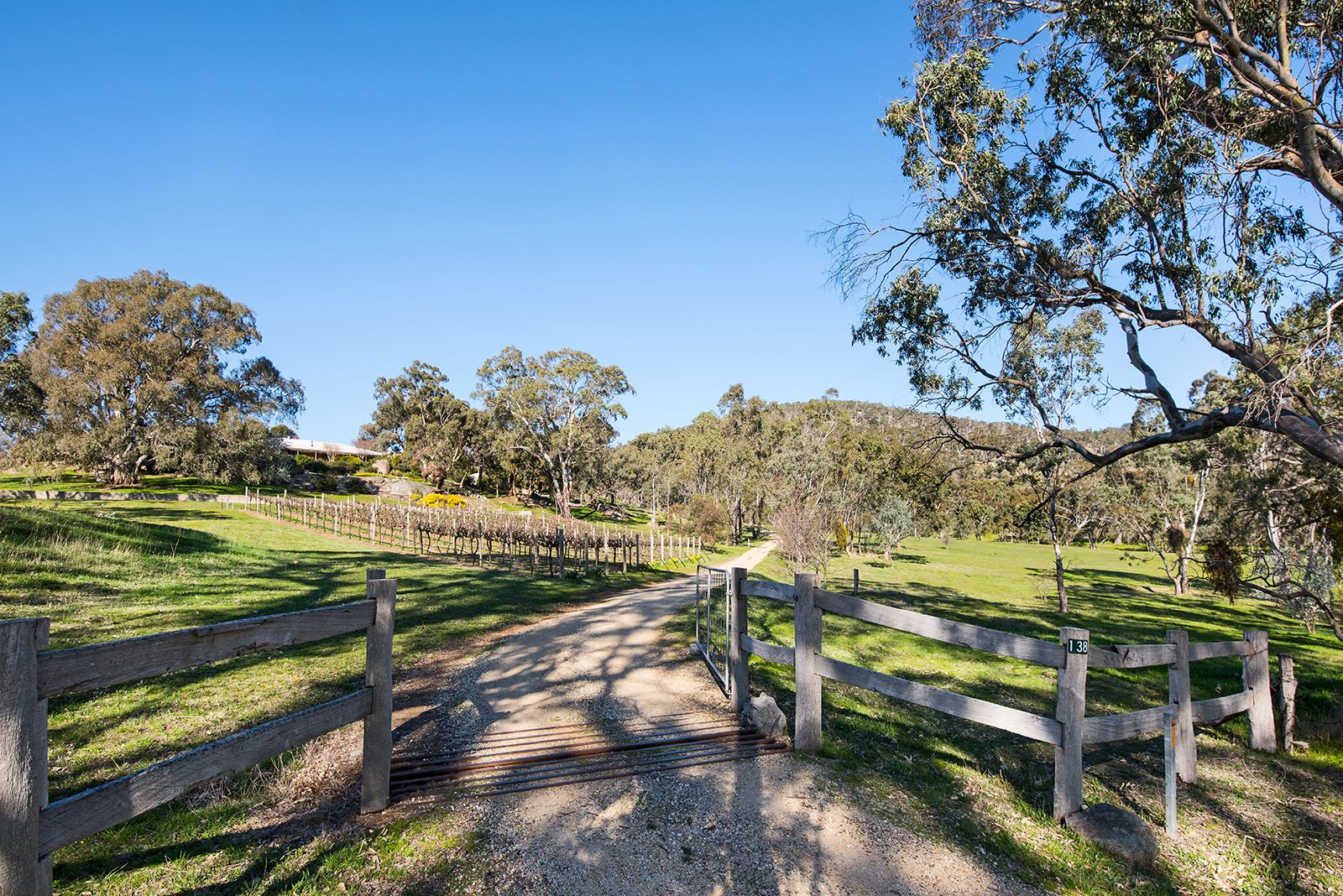 138 Coopers Road, Harcourt North VIC 3453, Image 2