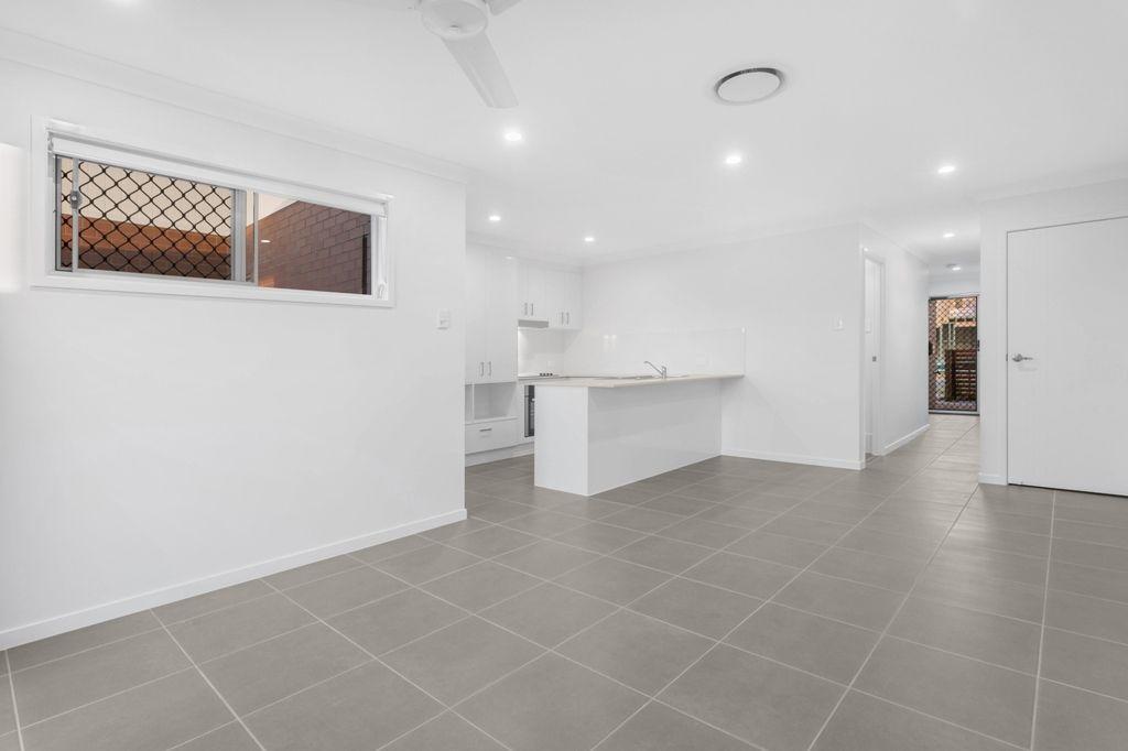2/15 Waratah Way, Morayfield QLD 4506, Image 0