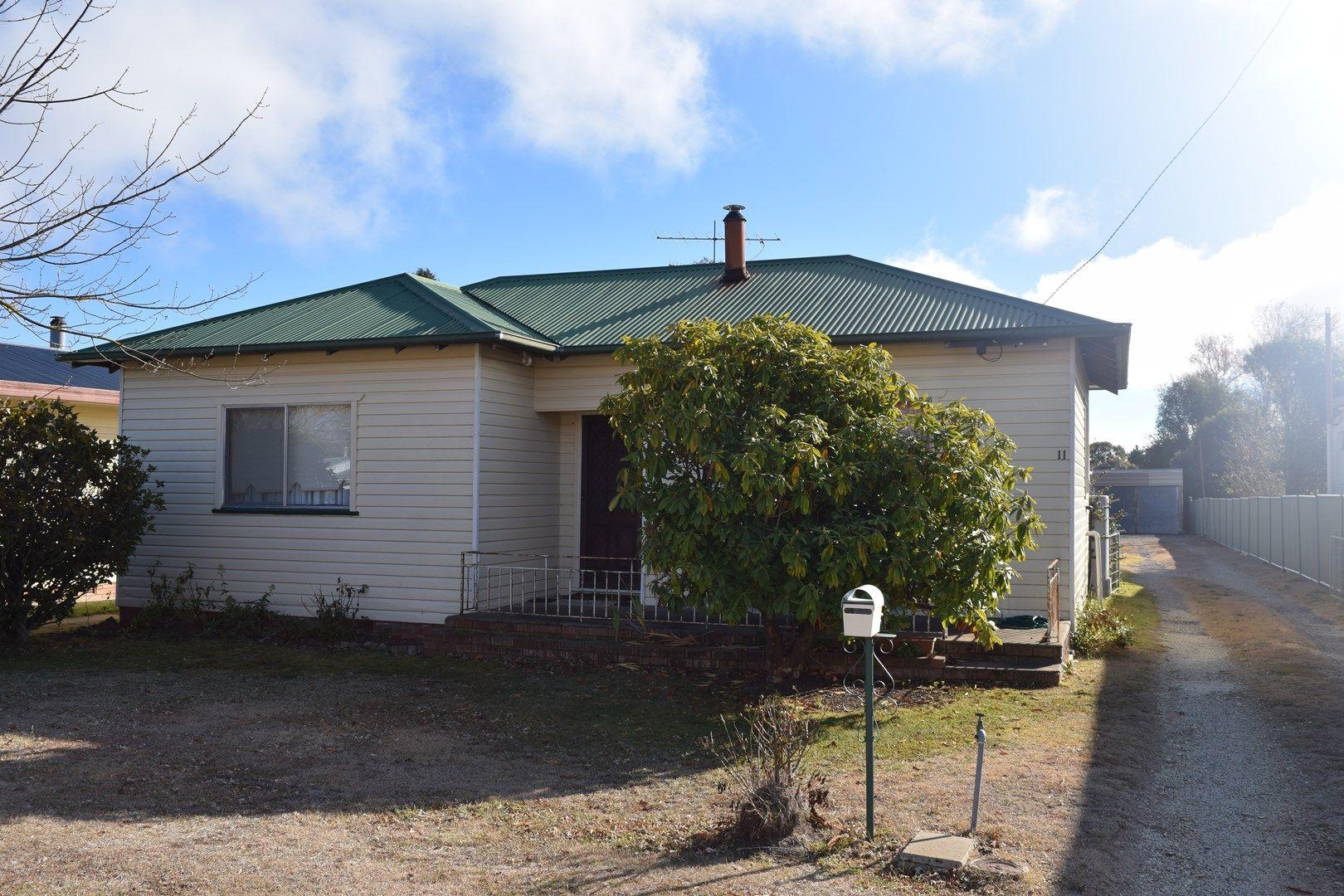 11 Wirruna Street, Guyra NSW 2365, Image 0