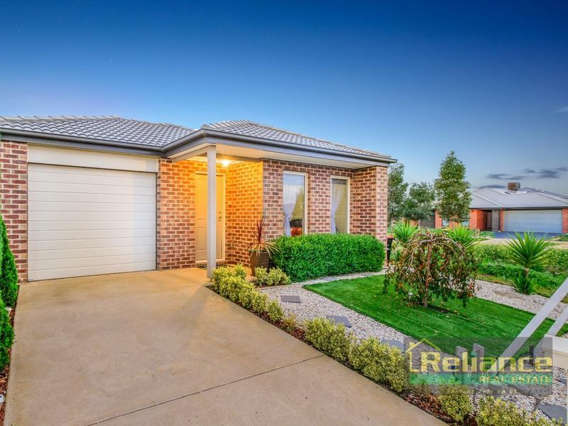 4 Amble Way, Melton South VIC 3338, Image 2
