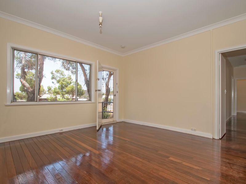 44 New Compton Street, Kambalda East WA 6442, Image 2