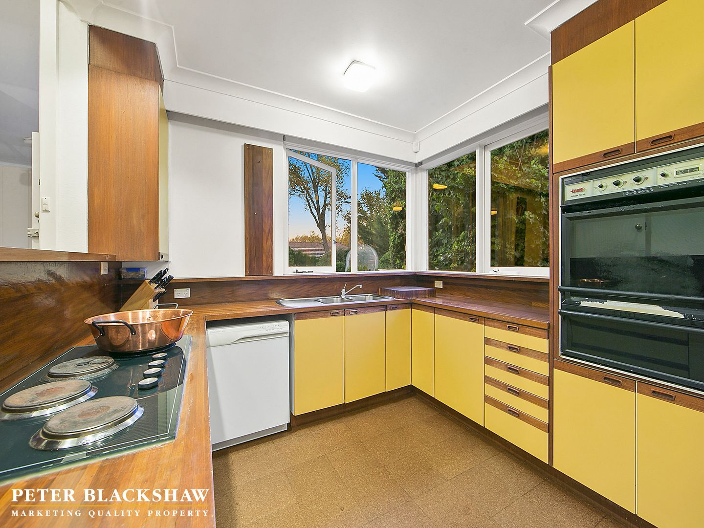 11 Barkly Crescent, Forrest ACT 2603, Image 2