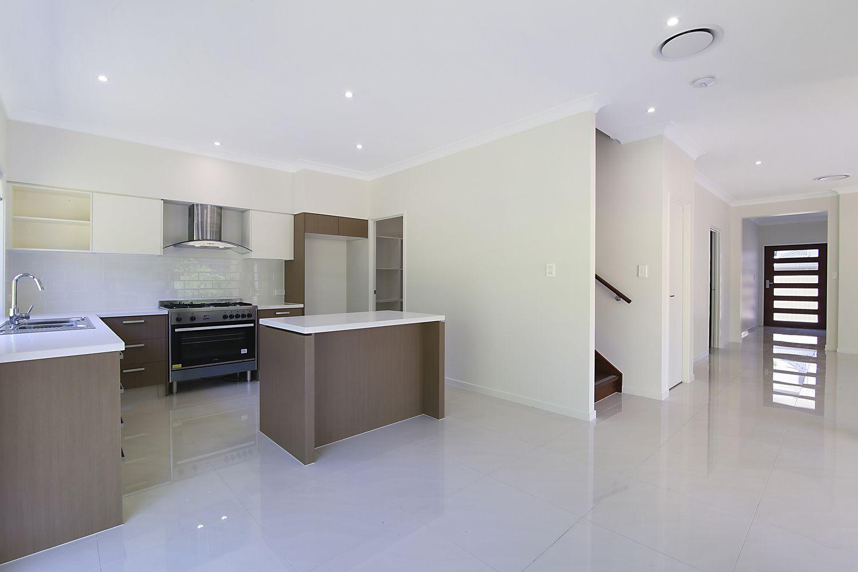 2/51 Macquarie Avenue, Molendinar QLD 4214, Image 2