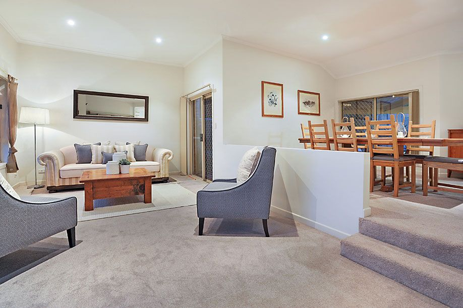 16 Piccadilly Place, Carindale QLD 4152, Image 2