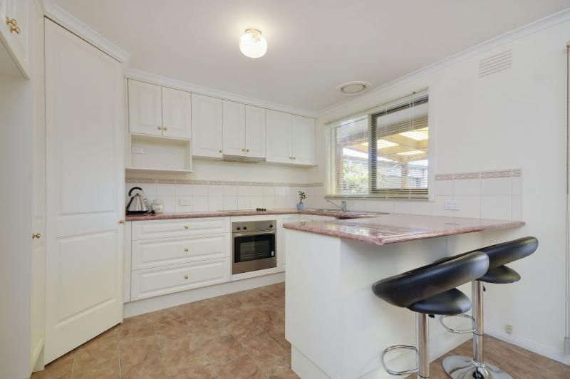 1 Coora Pl, Churchill VIC 3842, Image 2