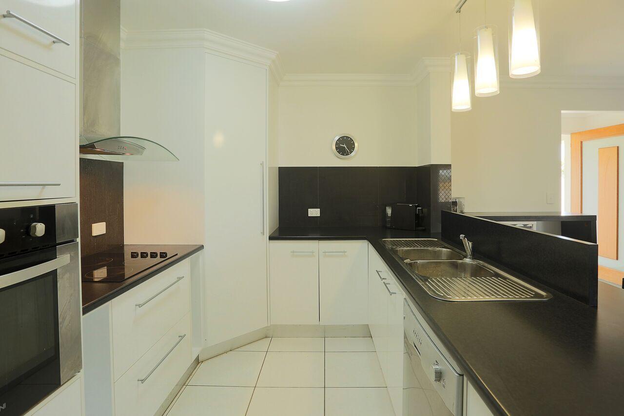10 Ashley Place, Innes Park QLD 4670, Image 2