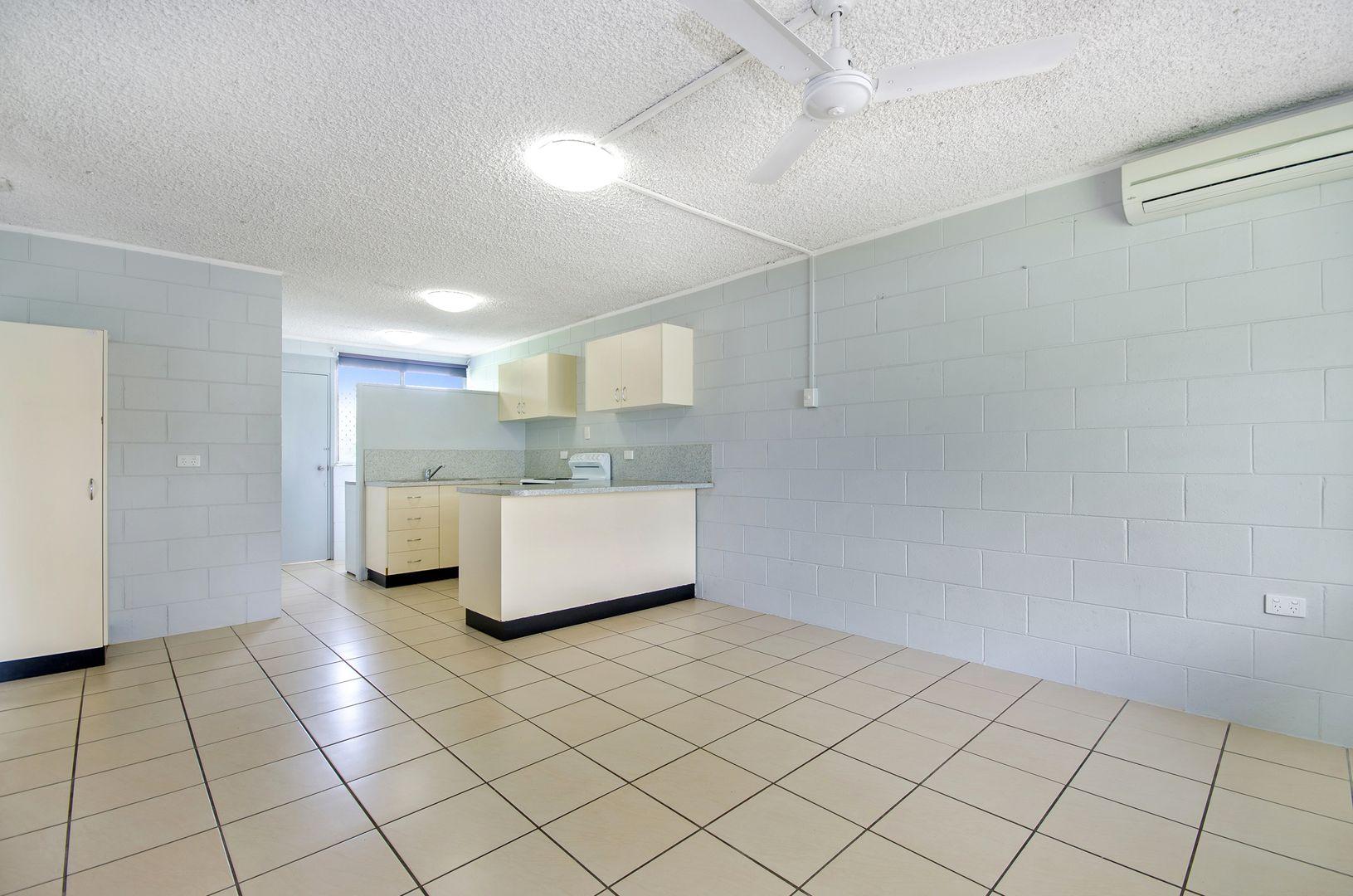 1/8 Barron Street, West End QLD 4810, Image 2