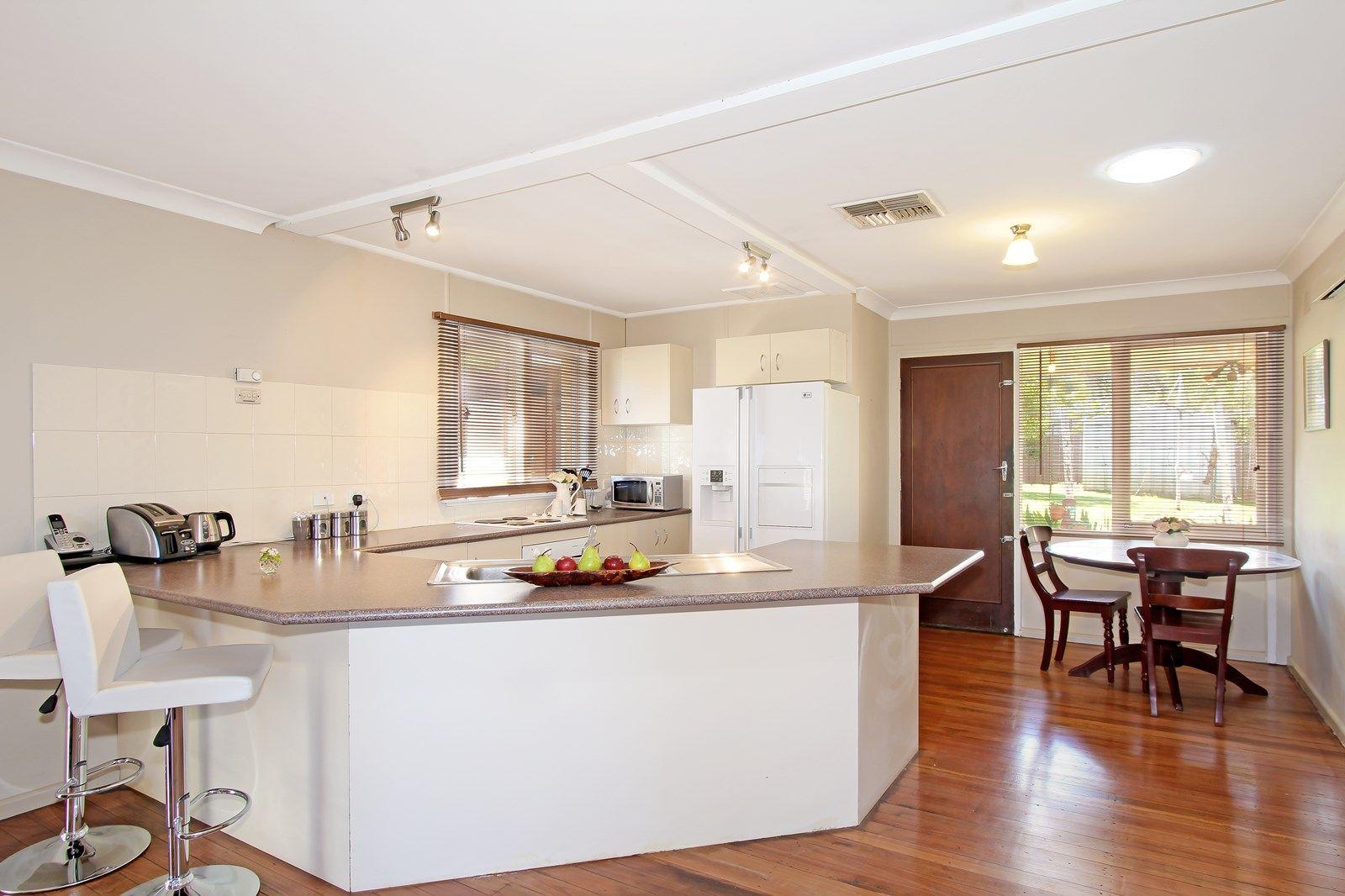 4 Fraser Crescent, Tamworth NSW 2340, Image 2