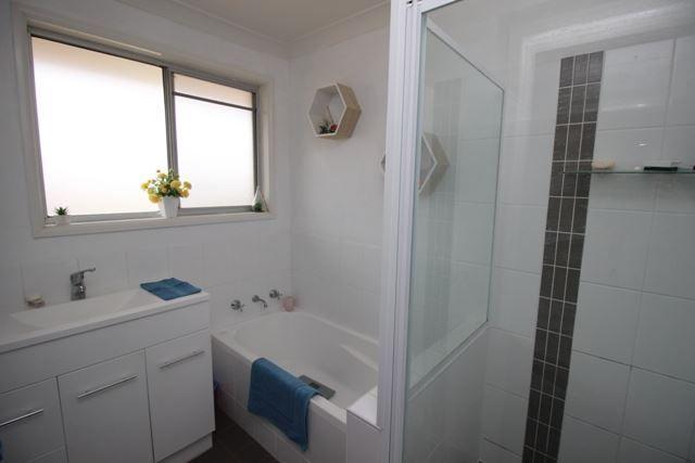 40 Cutler Avenue, Cootamundra NSW 2590, Image 2