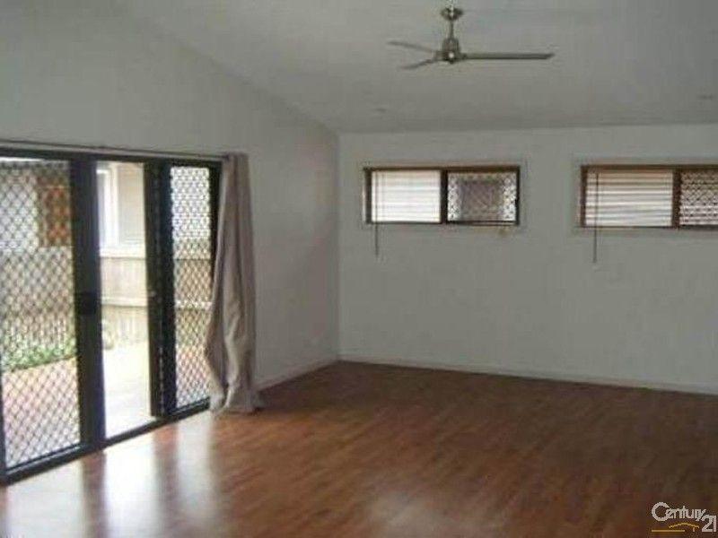 2/32 St Kilda Street, Bowen QLD 4805, Image 2