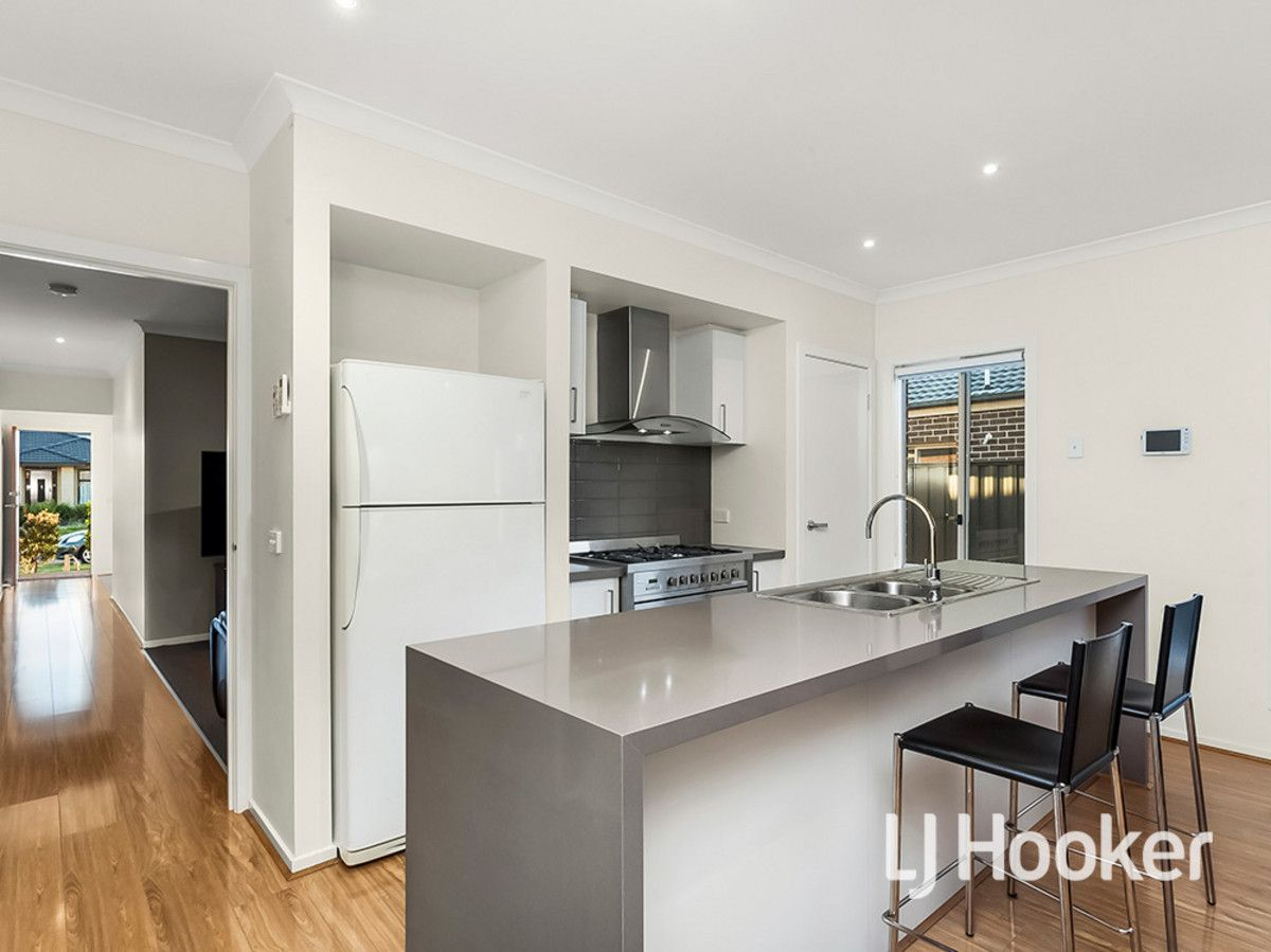 33 Regal Road, Point Cook VIC 3030, Image 2