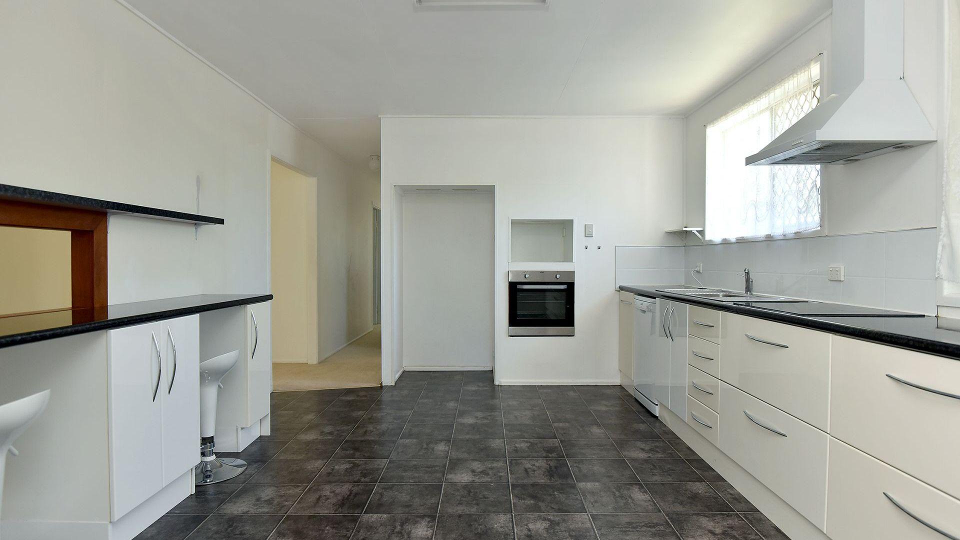 82 Debra Street, Centenary Heights QLD 4350, Image 2