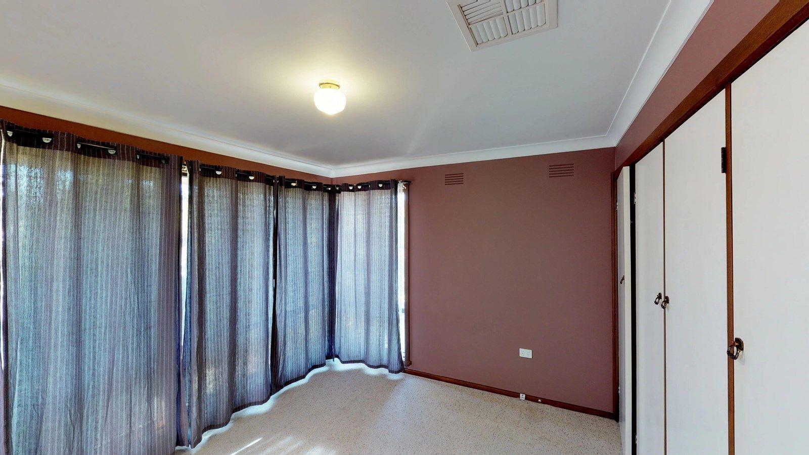 44 Fairbairn Crescent, Kooringal NSW 2650, Image 2