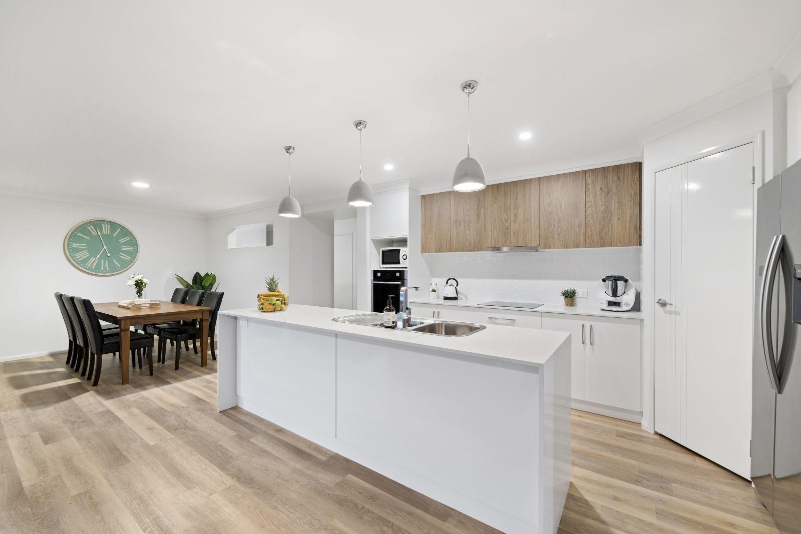 37 Renshaw Crescent, Kearneys Spring QLD 4350, Image 2