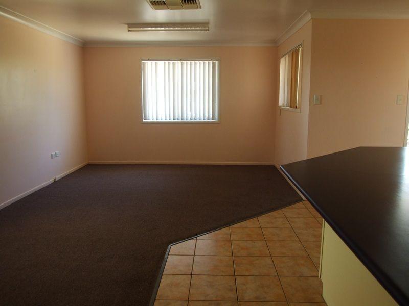 11 Pelican Street, Longreach QLD 4730, Image 2