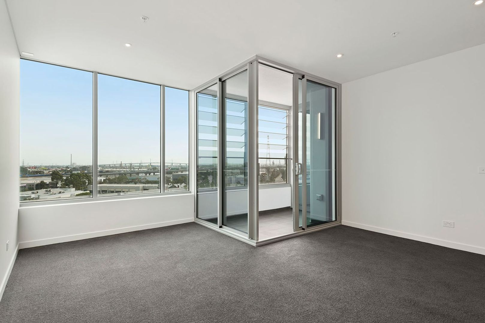 907/81 South Wharf Drive, Docklands VIC 3008, Image 2