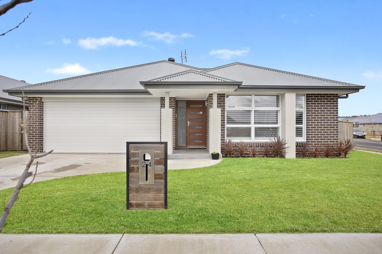 24 Windeyer Street, RENWICK NSW 2575