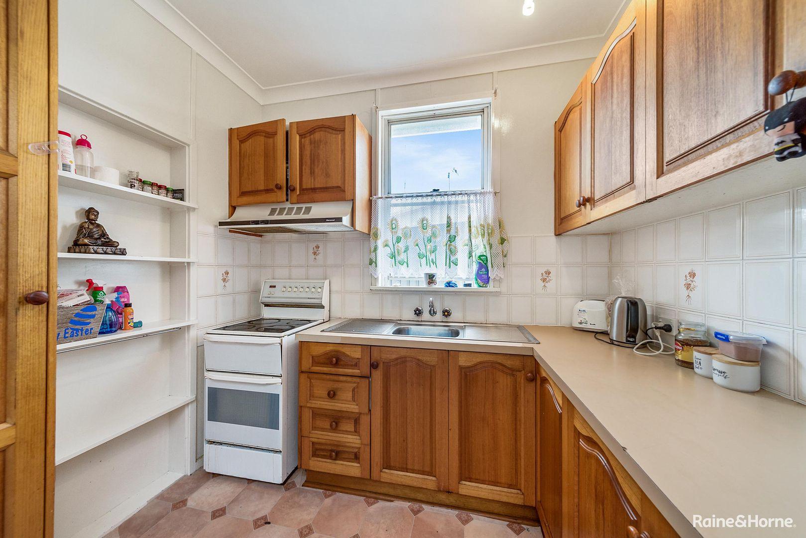 8 Hollis Avenue, Goulburn NSW 2580, Image 2