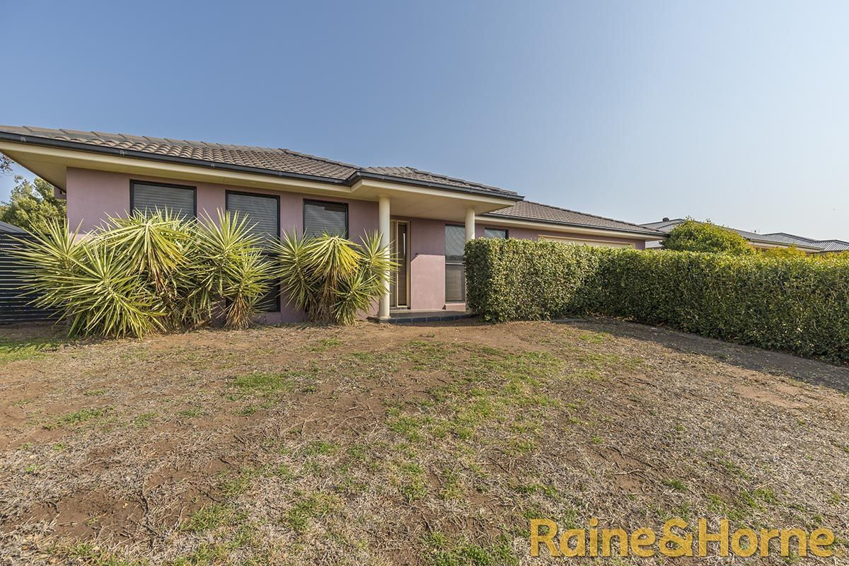 12 Cypress Point Drive, Dubbo NSW 2830, Image 1