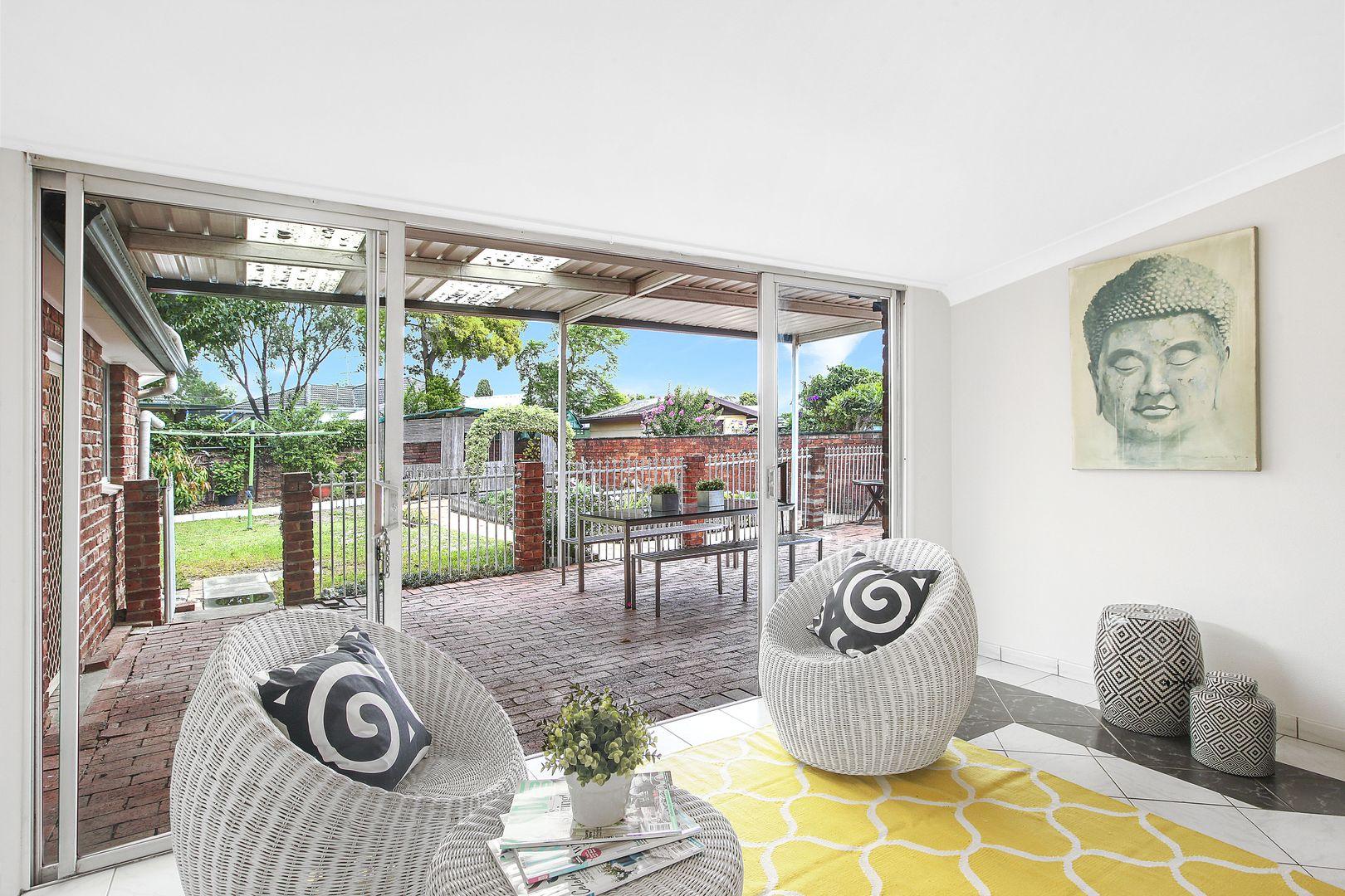 3 Robbins Street, Fairfield West NSW 2165, Image 2