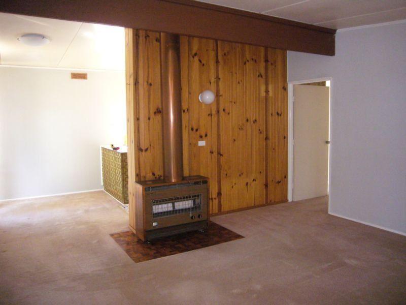 83 Warren Road, Viewbank VIC 3084, Image 1