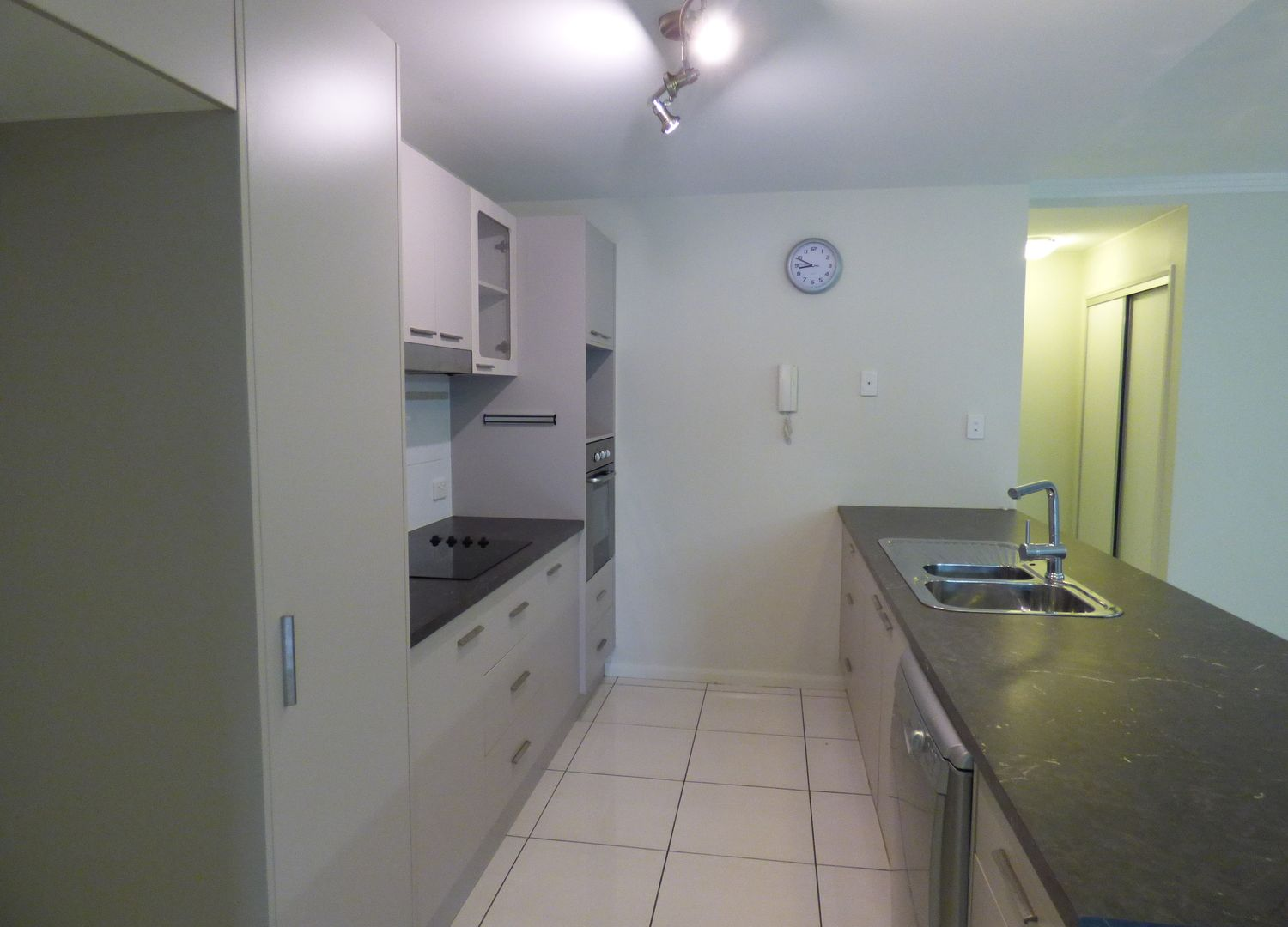16/9-15 McLean Street, Cairns North QLD 4870, Image 1