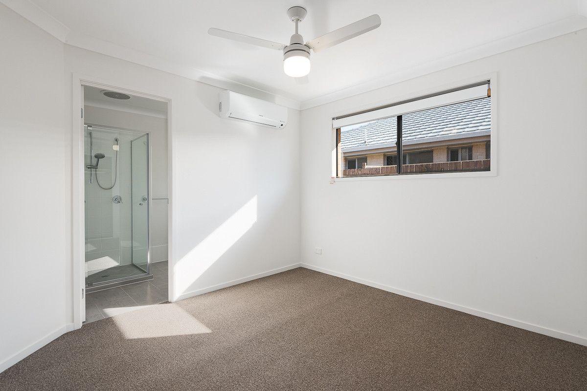 2/25 Weedbrook Street, Park Ridge QLD 4125, Image 2