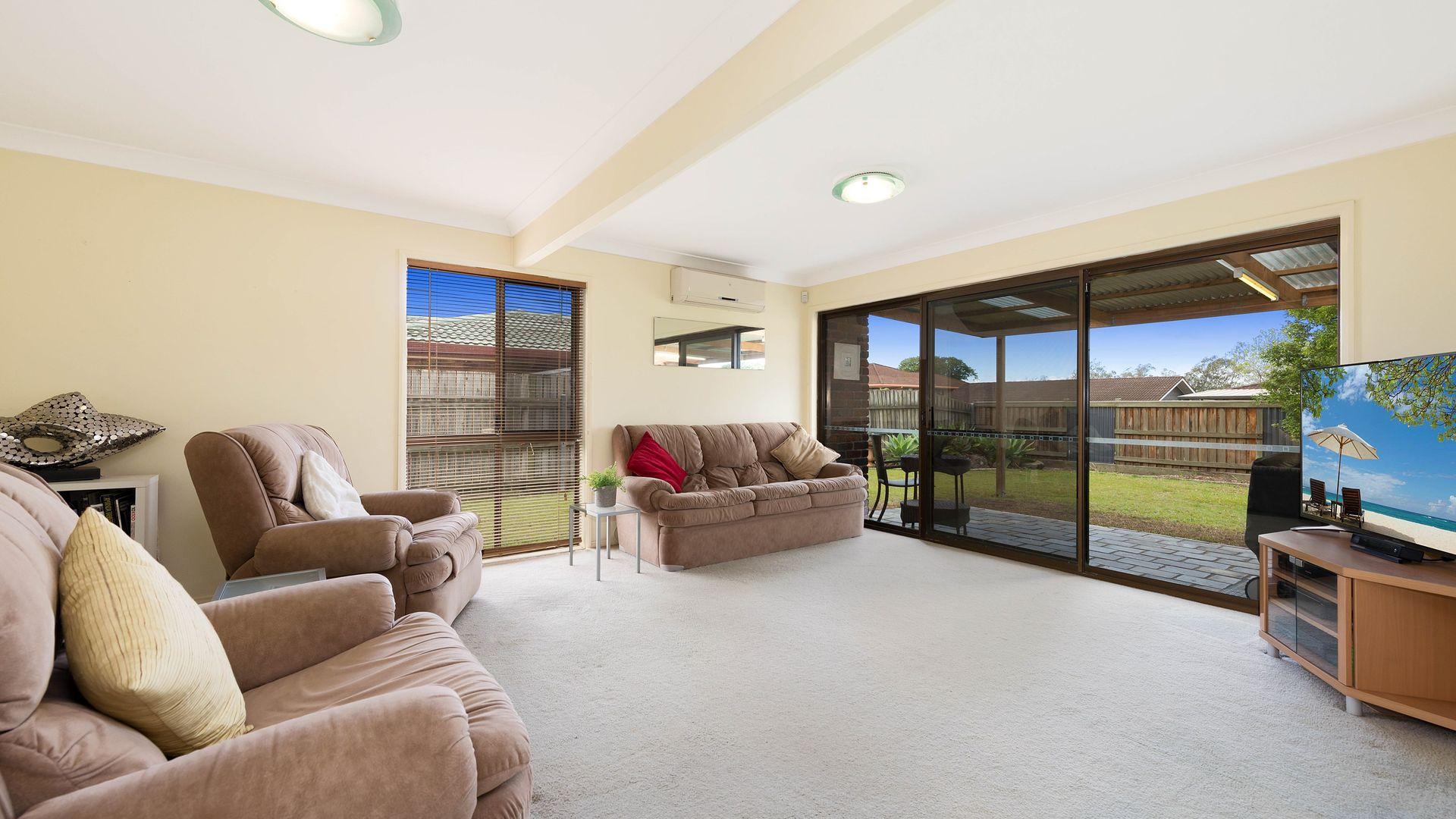 15 Donnington Street, Carindale QLD 4152, Image 1