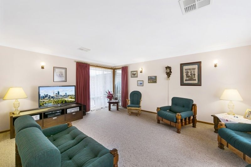 12 Russell Drysdale Crescent, Conder ACT 2906, Image 2