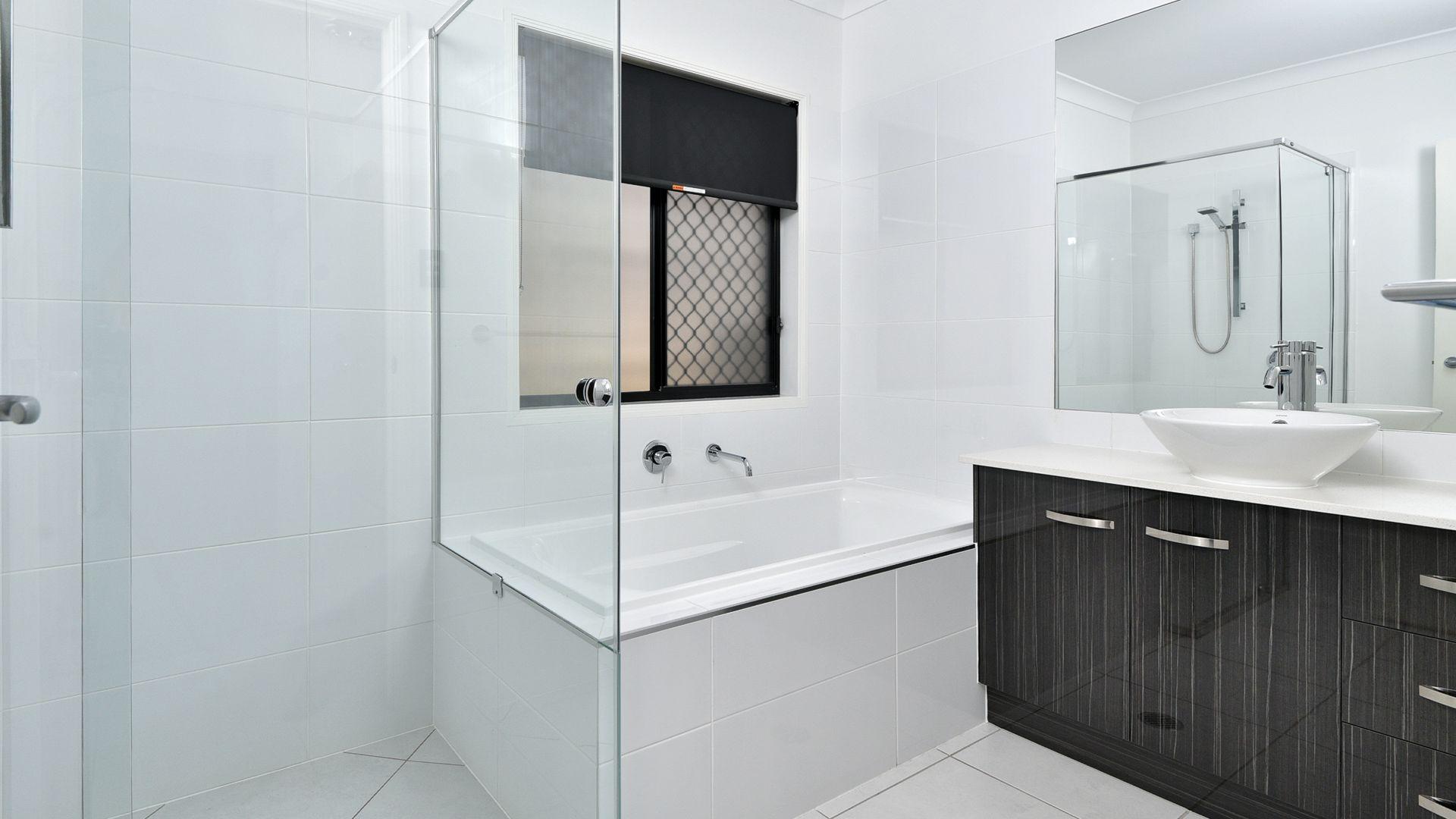 6 Azure Court, Deebing Heights QLD 4306, Image 2