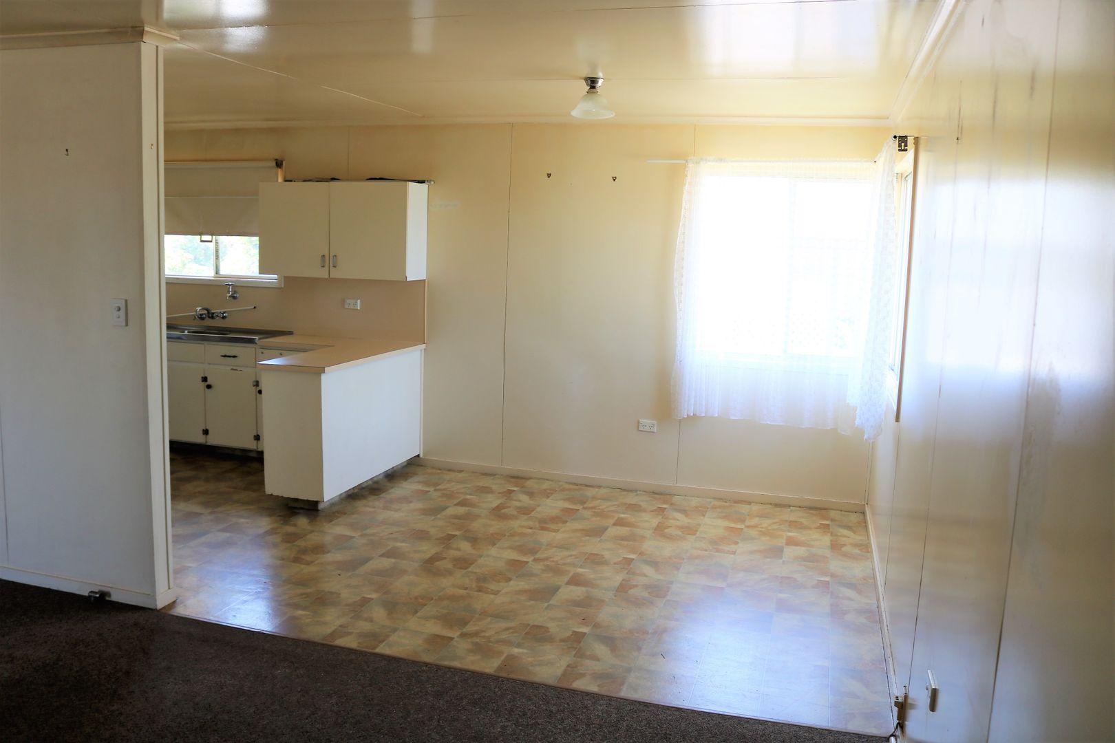 19 Delray Street, Oakey QLD 4401, Image 2