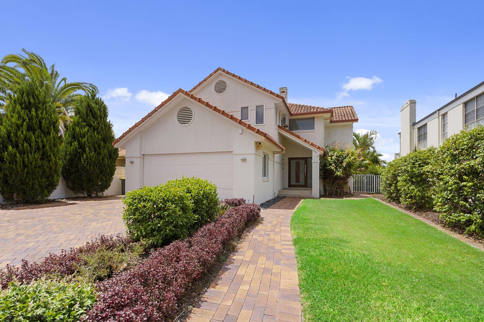 17 Meadowview Drive, Carrara QLD 4211, Image 2