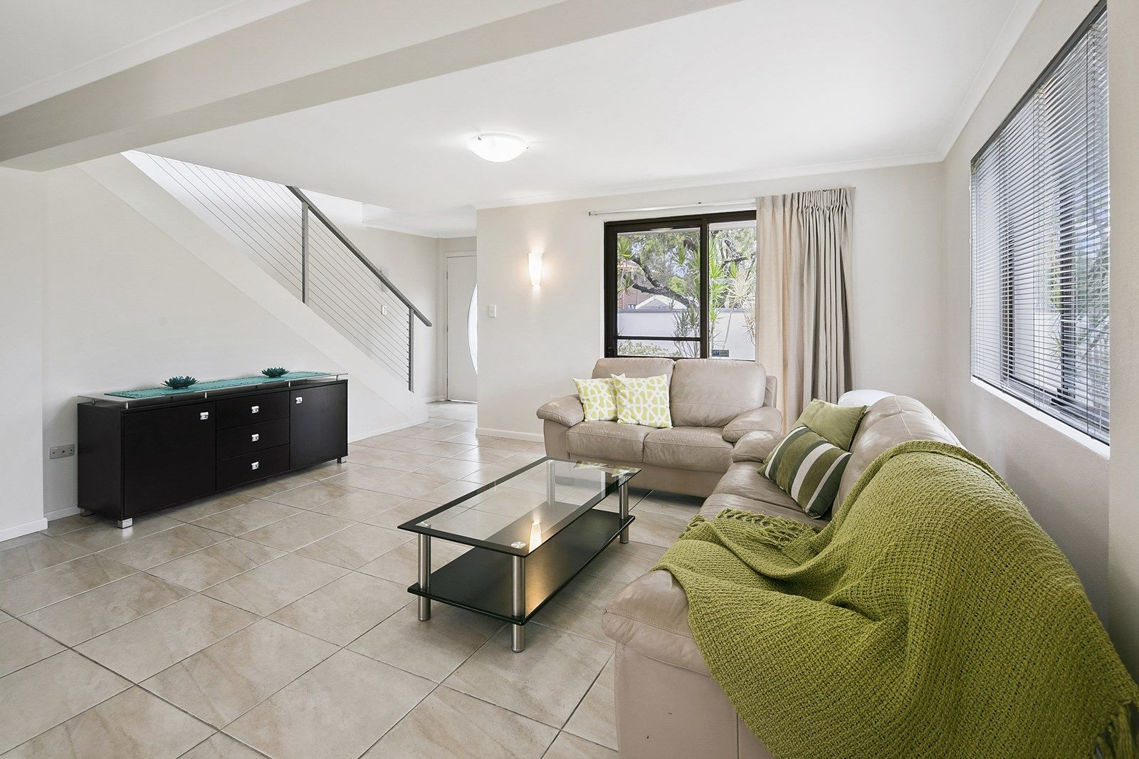 15 Eynsford Street, Carindale QLD 4152, Image 2