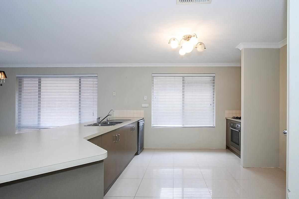 6 Stanmore Place, Clarkson WA 6030, Image 2