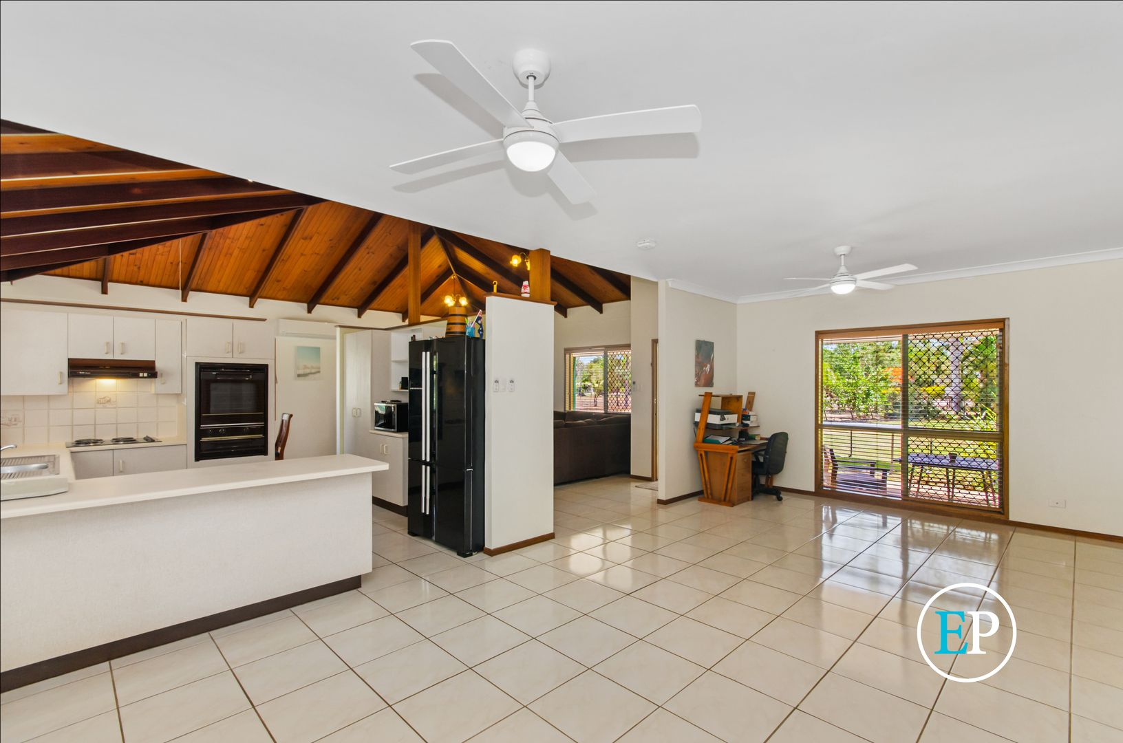 11 Flagstone Avenue, Rangewood QLD 4817, Image 2
