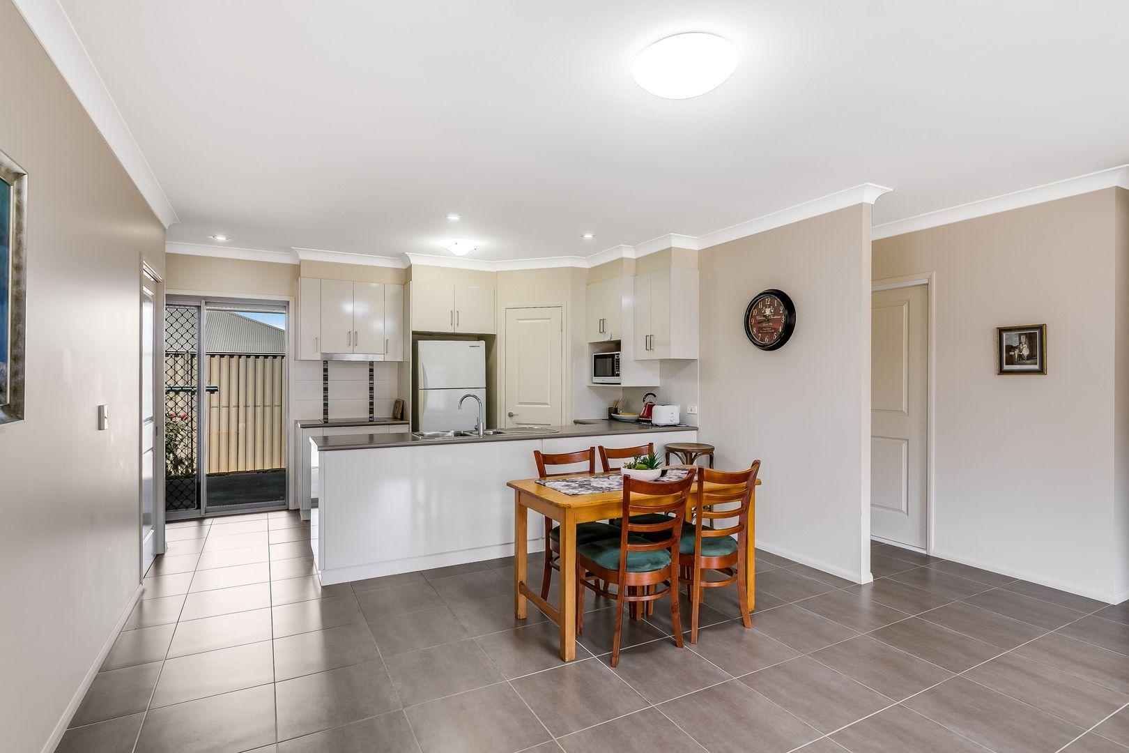 2/7 Alexander Avenue, Highfields QLD 4352, Image 2