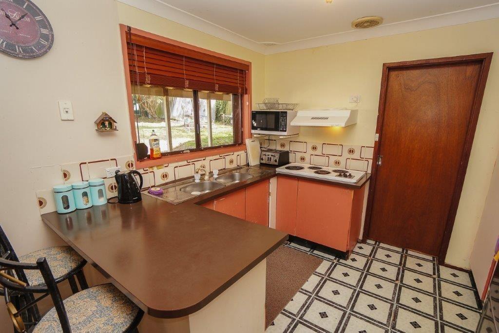 8 Lysiana Road, Woodford NSW 2778, Image 2