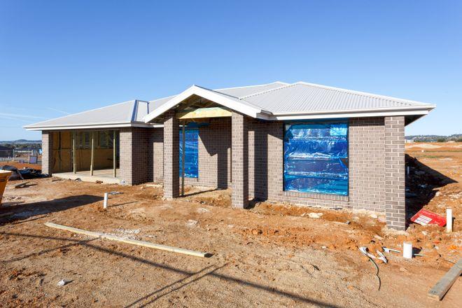 54 Lingiari Drive, LLOYD NSW 2650
