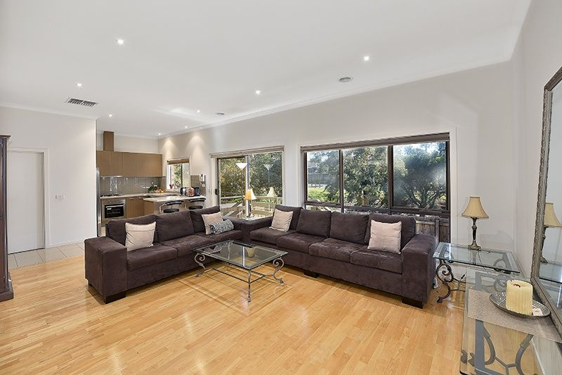 5/14 Laurence Avenue, Airport West VIC 3042, Image 2