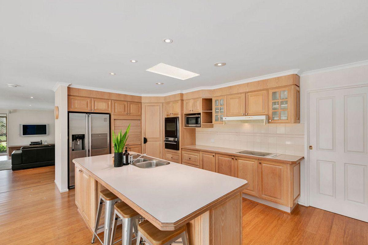 38 Winderadeen Drive, Highland Park QLD 4211, Image 2