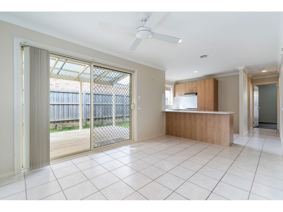 6 Meadow Crest Circuit, Mount Martha VIC 3934, Image 2