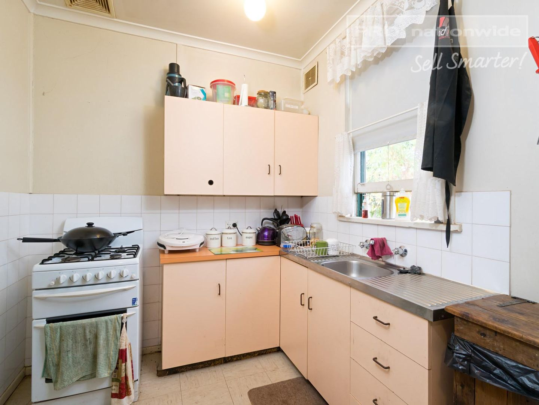 11 Spooner Avenue, Mount Austin NSW 2650, Image 2