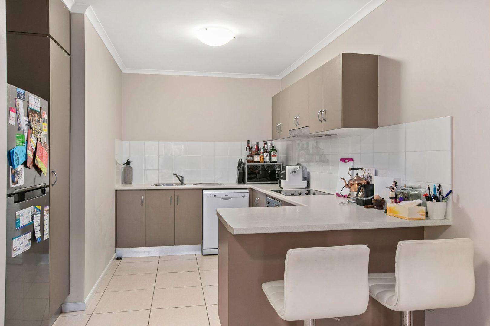 112/335 Lake Street, Cairns North QLD 4870, Image 2