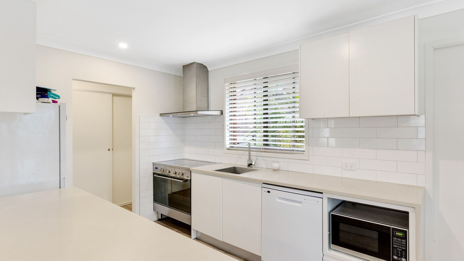 84 Vales Road, Mannering Park NSW 2259, Image 2