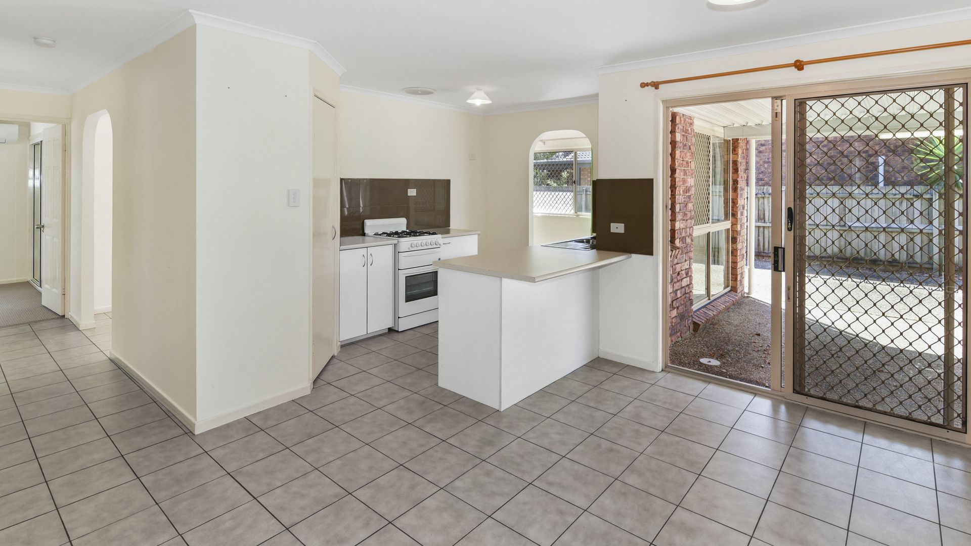 33 Broadwater Avenue, Maroochydore QLD 4558, Image 2