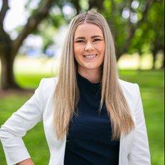 Ashleigh Hansom, Sales Associate to Deanne Hansom