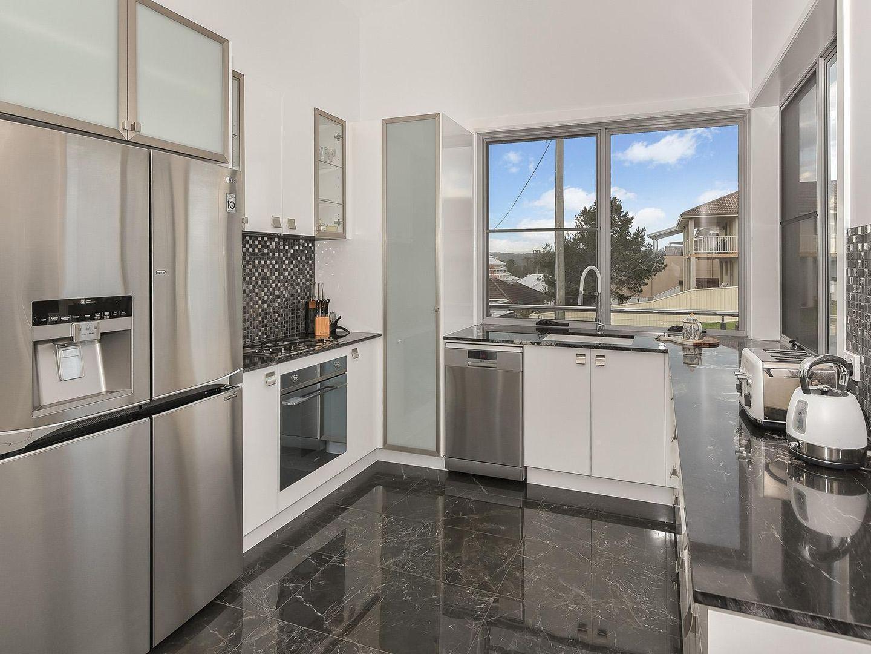2/3 Tiarri Crescent, Terrigal NSW 2260, Image 2