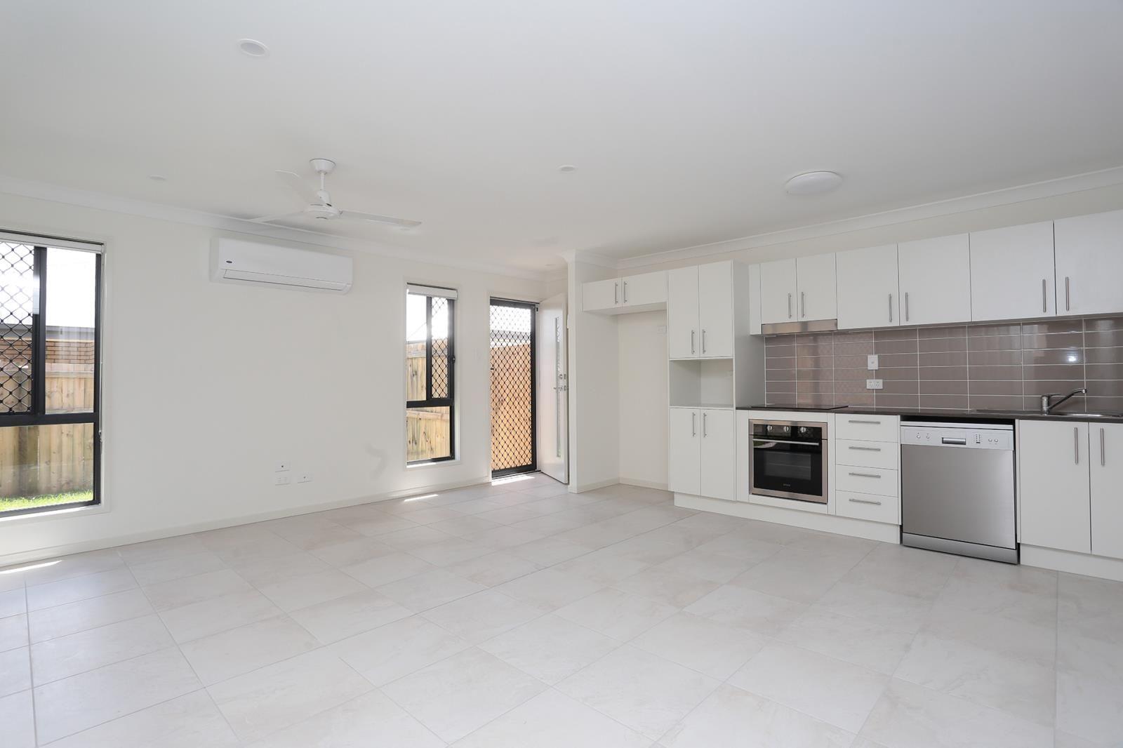 2/2 Karumba Way, Holmview QLD 4207, Image 0