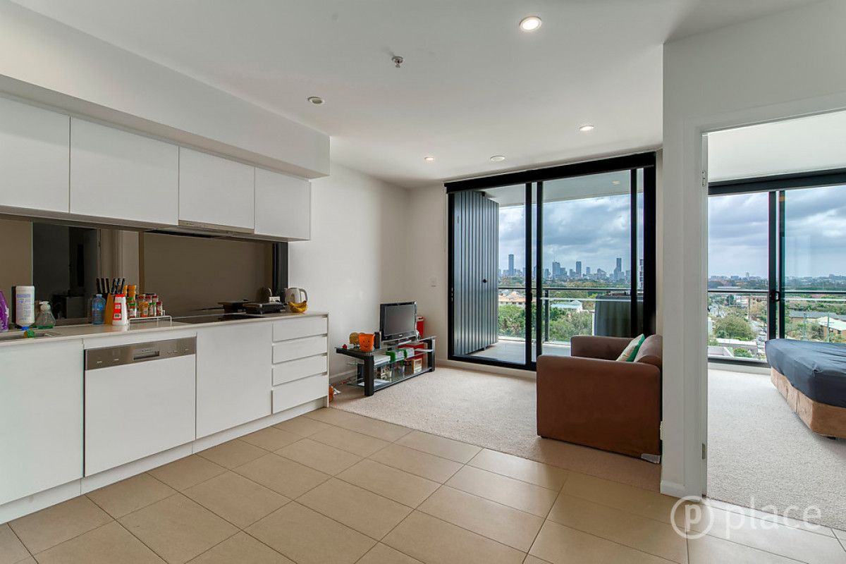 10604/300 Old Cleveland Road, Coorparoo QLD 4151, Image 2