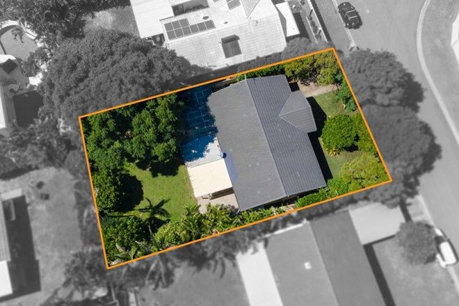 Picture of 25 Southerly Street, MERMAID WATERS QLD 4218